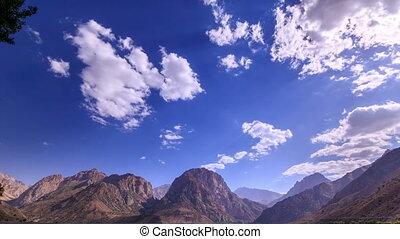 wolken, op, een, berg, lake., tajikistan, iskander-kul., timelapse., 4k