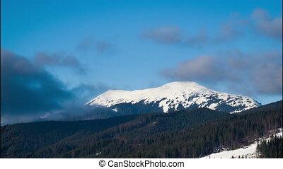 wolken, verhuizing, op, de, bergen., timelapse