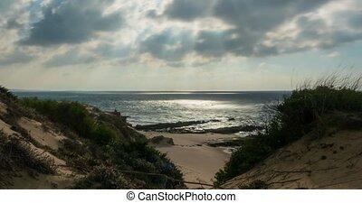 wolkenhimmel, aus, der, wasserlandschaft, zeit- versehen, an, tarifa, sandstrand, andalusien, spanien