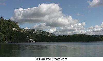 wolkenhimmel, bewegen, aus, lake., timelapse.