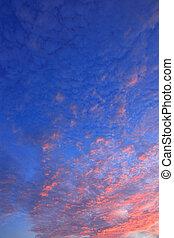 wolkenhimmel, in, blauer himmel