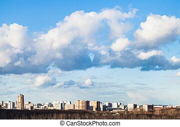 wolkenhimmel, in, blaues, fruehjahr, himmelsgewölbe, aus, stadt