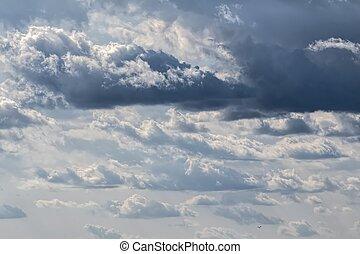 wolkenhimmel, mit, gewitter, in, der, himmelsgewölbe