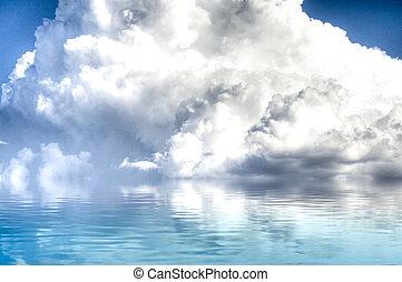 wolkenhimmel, reflexion., himmelsgewölbe, reflektiert, wasser, gelassen, sturm, sea.