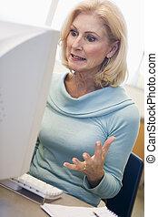 woman ül, (high, key), számítógép, csalódott