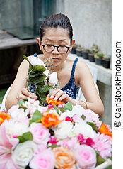 woman arrangement flower bouquet fo