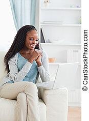 woman, aussieht, computer, schirm