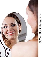 woman, aussieht, in, der, spiegel