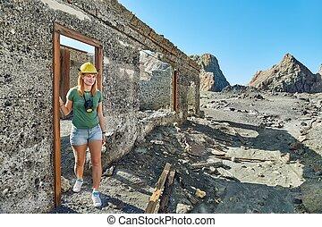 Woman between ruins