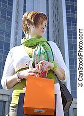 woman bevásárol, fiatal