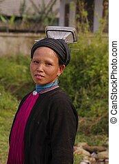 Woman black Dao %u201CTien%u201D
