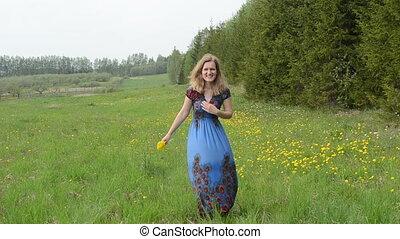 woman bouquet dandelion