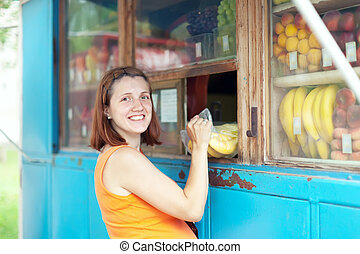 woman buys fruits
