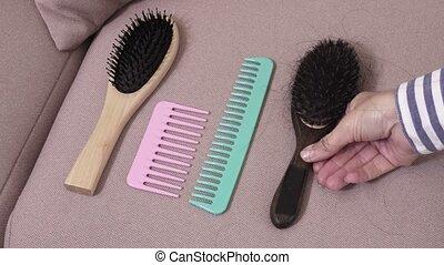 Woman change combs