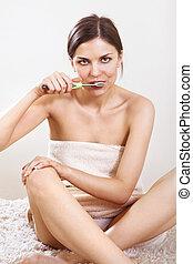 woman cleans her teeth