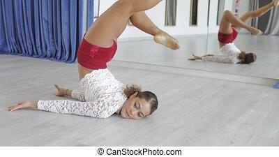 Woman dancing in class - Young black sportive woman bending...