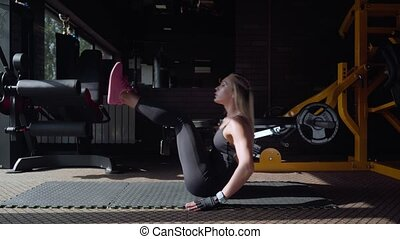 woman doing crunch exercise