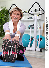 Woman doing sit ups in a gym