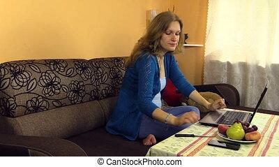 woman eat fruit work