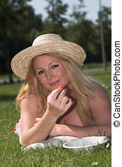 woman ellankad, a parkban