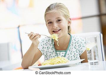 woman eszik, ebédel, -ban, egy, kávéház