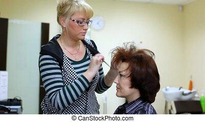 woman-hairdresser, hairdress, brosse cheveux, parler, mince
