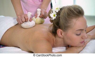 woman., herbier, thérapeute, utilisation, compresse, masage