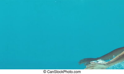 Woman in blue swimsuit swimming und