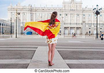 Woman in front of Palacio