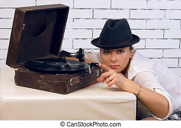 woman in hat, gramophone to the plate