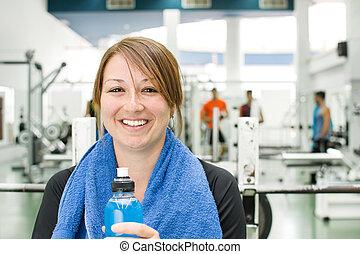 woman, lächelt, in, turnhalle