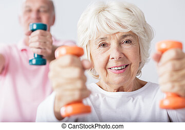 Woman lifting the dumbbells
