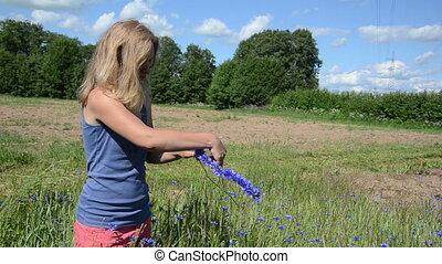 woman make crown wreath - farmer girl make wreath crown from...