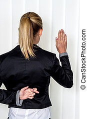 woman making false statements - a woman says as a witness in...