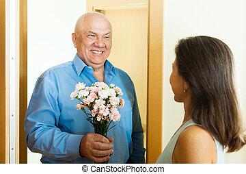 woman meeting her mature man