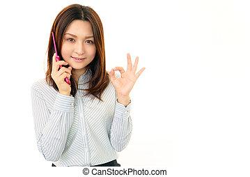 woman mosolyog, noha, egy, mobile telefon