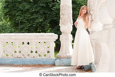 woman near the column