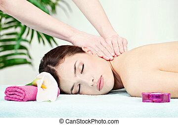 neck massage in salon