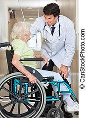 woman orvos, ülés, tolószék, csatlakozó, idősebb ember