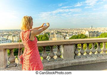 Woman photographer Montmartre