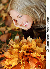 woman portret in autumn leaf