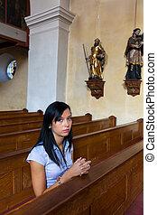 woman praying, alatt, egy, templom