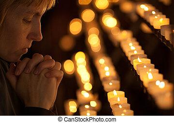 woman praying, alatt, katolikus, templom