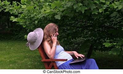 woman pregnant phone