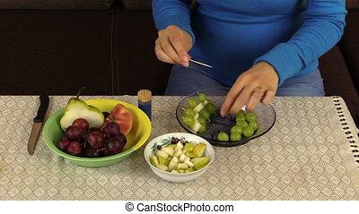 woman prepare dessert