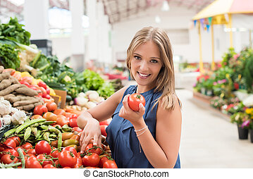 Woman shopping fruits - Blonde woman shopping organic...