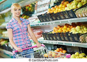 woman shopping fruits