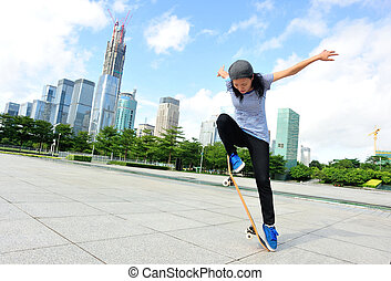 woman skateboarder skateboarding - woman skateboarder...