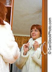 woman tries on a fur coat