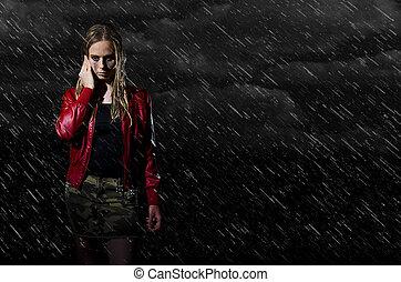woman walking in the rain horizonta